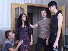 Muff-fucking in simmultaneous manner makes whores cum