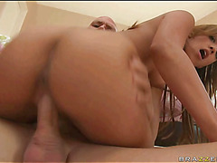 Chick gets sexy cumshots on face after performing great blow